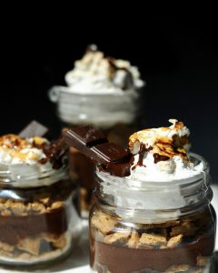 Make these Vegan Mason Jar S'mores Vegan for your Next Picnic